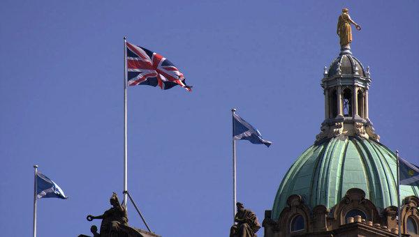 Британский и шотландский флаги. Архивное фото