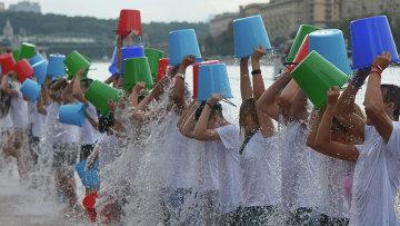 Благотворительная акция Вызов ледяной водой (Ice Bucket Challenge), архивное фото
