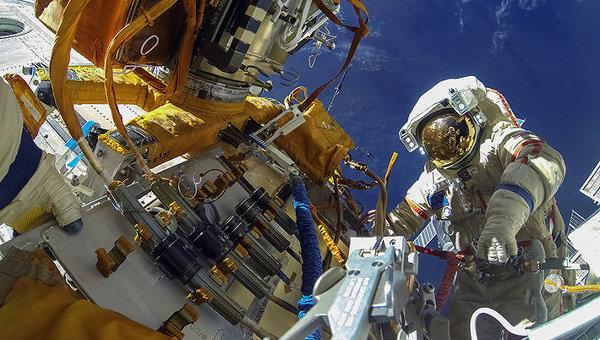 Работа на Выходе в космос. Архивное фото