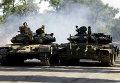 Бойцы ополчения в Луганске