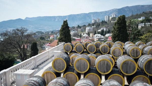 Винодельческий завод Массандра в Крыму. Архивное фото
