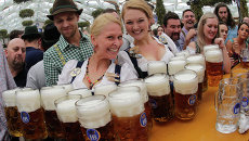 Участники фестиваля пива Октоберфест