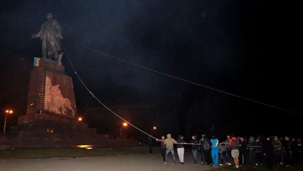 В Харькове снесли памятник Ленину. Архивное фото