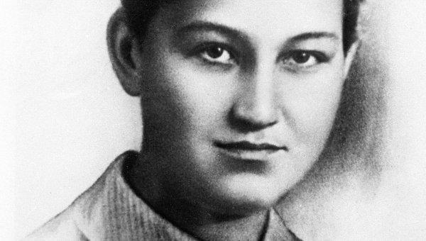 ВКиеве неизвестные осквернили монумент партизанке Зое Космодемьянской