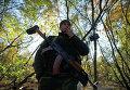 Украинский военнослужащий на КПП возле города Попасная