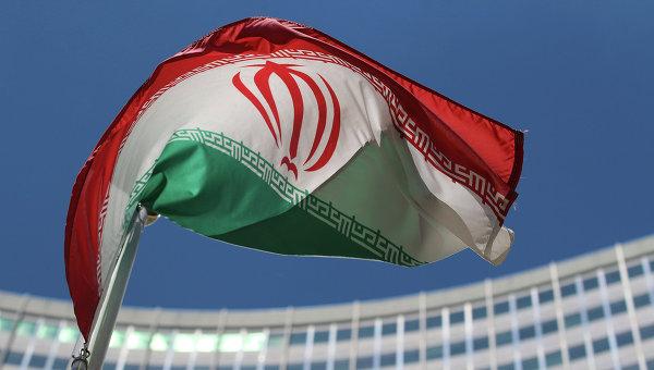 Иранский флаг напротив штаб-квартиры ООН в Вене, архивное фото