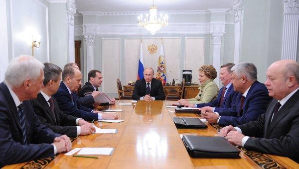6 октября 2014. Президент России Владимир Путин на совещании с постоянными членами Совета безопасности РФ