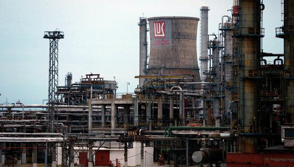 Нефтеперерабатывающий завод компании Лукойл. Архивное фото