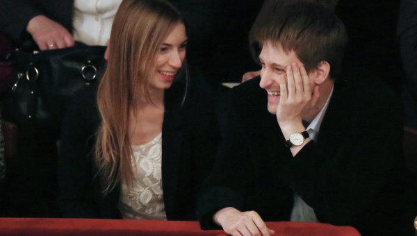 Эдвард Сноуден и его подруга Линдсей Миллс в одном из российских театров в Москве. Архивное фото