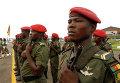Военные Камеруна несут почетный караул