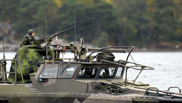 Военный ВМФ Швеции на страже в водах Стокгольмского архипелага 18 октября 2014