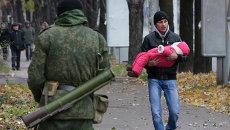 Люди в Донецке покидают дома после предупреждения о возможном обстреле силовиками