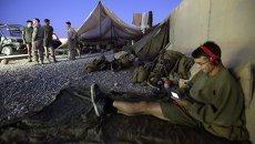 Американский морской пехотинец перед отъездом с военной базы в Афганистане