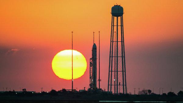 Ракета-носитель Antares с космическим грузовиком Cygnus. Архивное фото