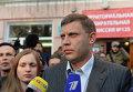 Премьер-министр ДНР Александр Захарченко с супругой отвечают на вопросы журналистов после голосования на выборах в ДНР