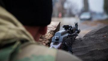 Боец ДНР во время боевого дежурства, архивное фото
