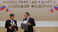 Виталий Мутко (справа) и Тикахито Харада
