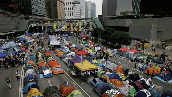 Лагерь протестующих в административном районе Гонконга 12 ноября 2014