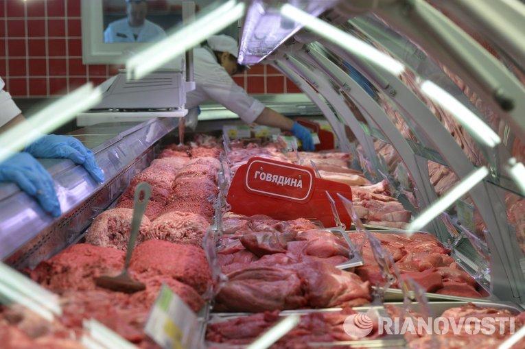 Мясной отдел гипермаркета в Новосибирске. Архивное фото