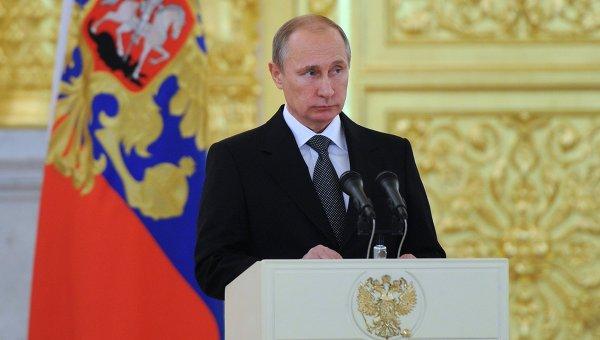 Президент России Владимир Путин выступает на церемонии вручения верительных грамот вновь прибывших послов иностранных государств в Александровском зале Большого Кремлевского дворца