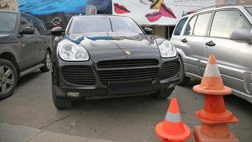 Автомобиль Porsche Cayenne в центре Москвы. Архивное фото
