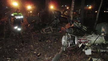Обломки частного легкомоторного вертолета на месте крушения в районе деревни Михальчиково Кстовского района Нижегородской области
