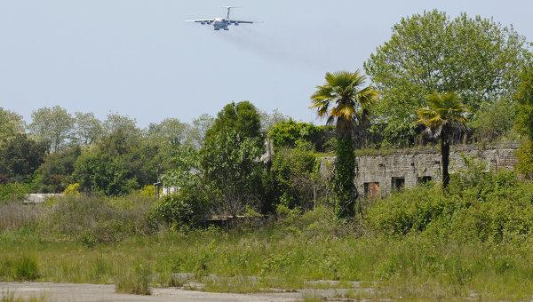Аэропорт в Сухуме, архивное фото