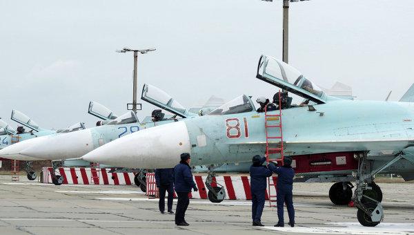 Самолеты Су-27 СМ на аэродроме Бельбек под Севастополем. Архивное фото