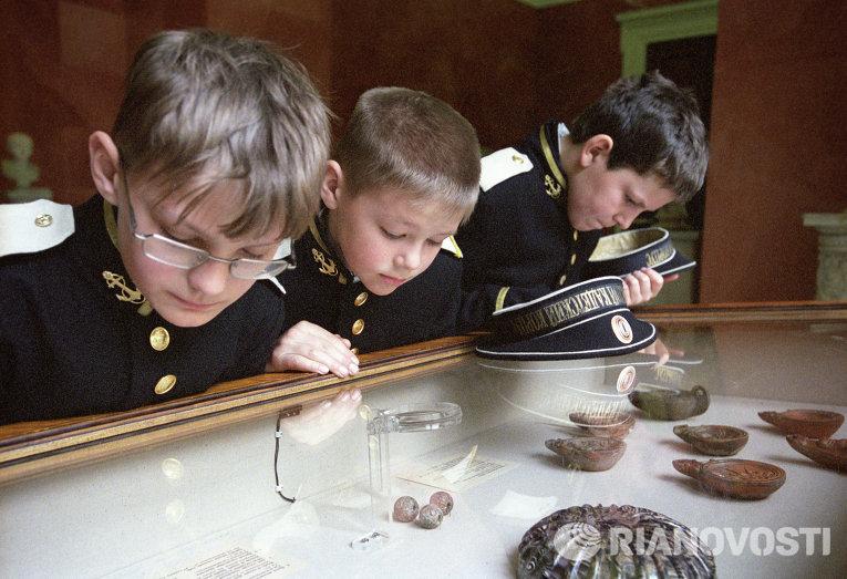 Воспитанники Кронштадского морского кадетского корпуса в Государственном Эрмитаже