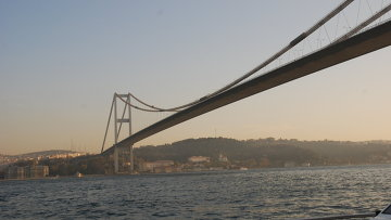 Мост Веры Султана Мехмета через пролив Босфор. Архивное фото