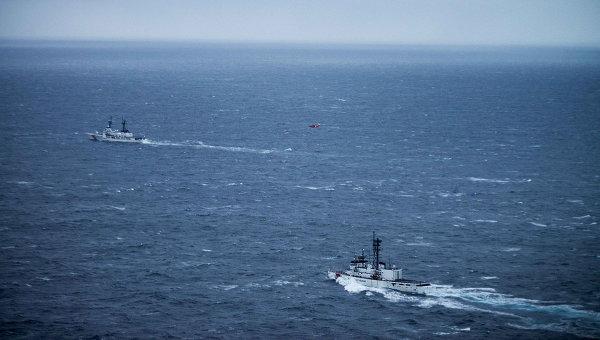 Катера береговой охраны США во время поисковых работ на месте гибели корейского судна Орион-501