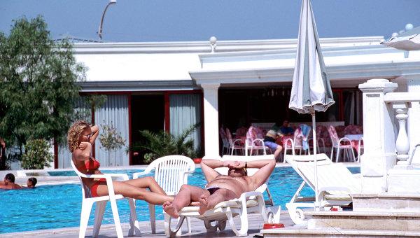 Туристы на отдыхе, архивное фото