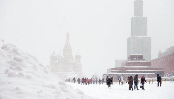 Красная площадь во время снегопада в Москве. Архивное фото