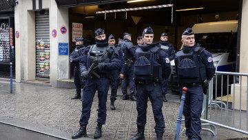 Офицеры французской полиции
