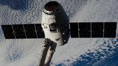 Захват и стыковка космического грузовика Dragon. Архивное фото