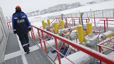 Работник Газпрома на газоизмерительной станции