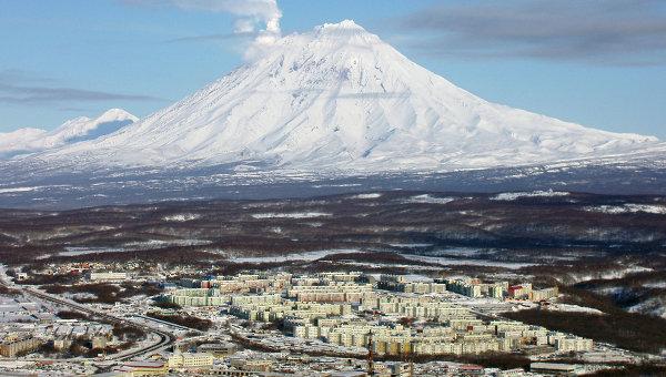 Вулкан Корякский и , архивное фото