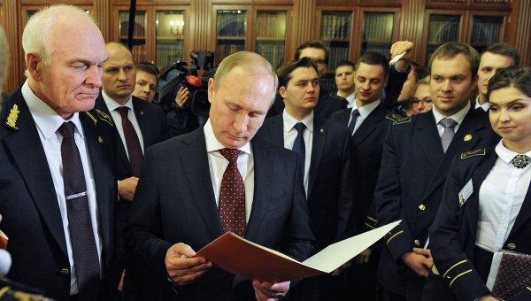 Президент России Владимир Путин во время встречи со студентами Национального минерально-сырьевого университета Горный