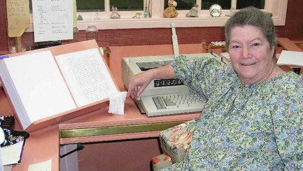 Австралийская писательница Колин Маккалоу. Архивное фото