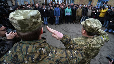 Призывники в украинскую армию на одном из призывных пунктов в Киеве. Архивное фото