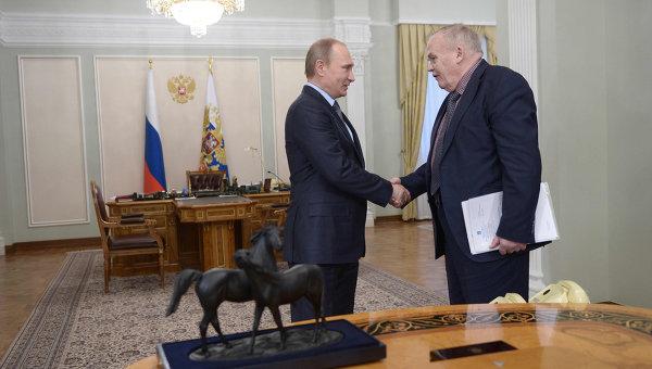 Президент России Владимир Путин поздравил физика, академика Евгения Велихова с днем рождения