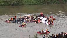 Спасатели на шлюпках добрались до упавшего в Тайбэе самолета ATR 72