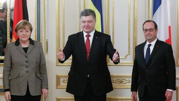 Канцлер Германии Ангела Меркель, президент Франции Франсуа Олланд и президент Украины Петр Порошенко на встрече в Киеве 5 февраля 2015 года