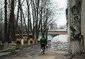 Ополченец ДНР на территории первого военного госпиталя Донецка