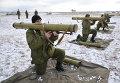 Солдаты украинской армии проходят подготовку на полигоне возле Львова, Украина