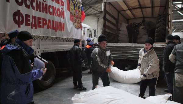 Разгрузка гуманитарного конвоя на юго-востоке Украины. Архивное фото