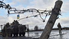 Украинские военнослужащие возле штаба операции в городе Краматорск. Архивное фото.