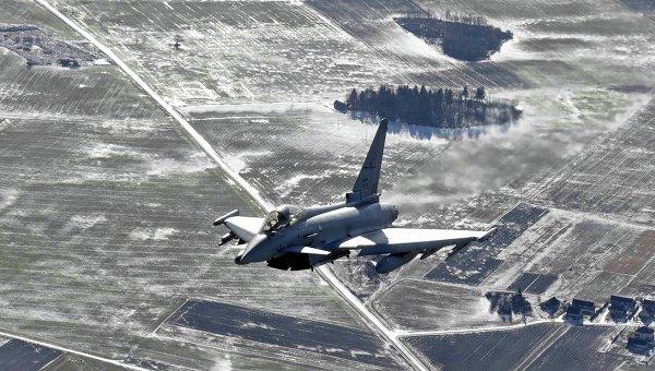 Итальянский истребитель в небе над странами Балтии