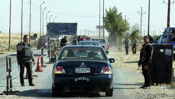 Египетская полиция проверяет автомобили на полуострове Синай. Архивное фото
