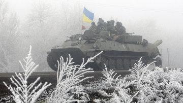 Колонная украинских военнослужащих на трассе между Артемовском и Дебальцево. Архивное фото